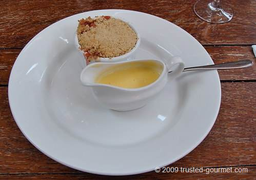 Fruit crumble with custard