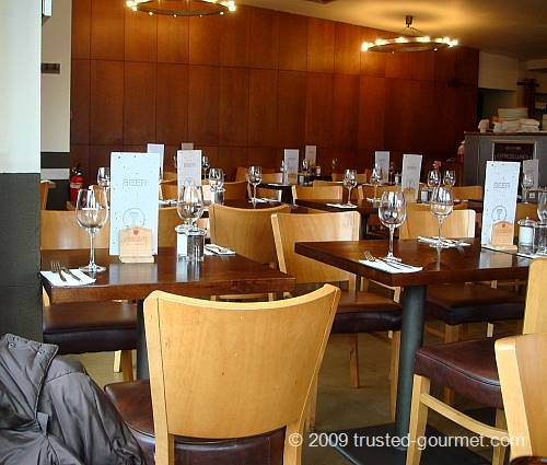 Overview of the restaurant room