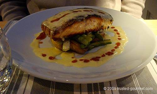 Panfried salmon with asparagus