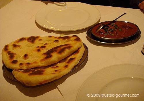 Naan and vindaloo curry