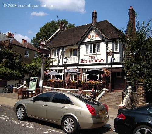 Well located pub! It is next to Kew Gardens.